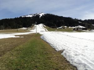 21-04-2012-bild-14-beschneite-piste-von-unten